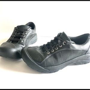 Keen Leather Lace Up Sneakers W/Rubber Toe